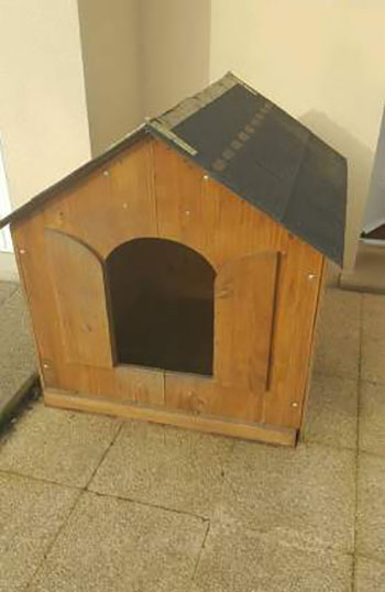 niche et banc de couchage pour chien. Black Bedroom Furniture Sets. Home Design Ideas