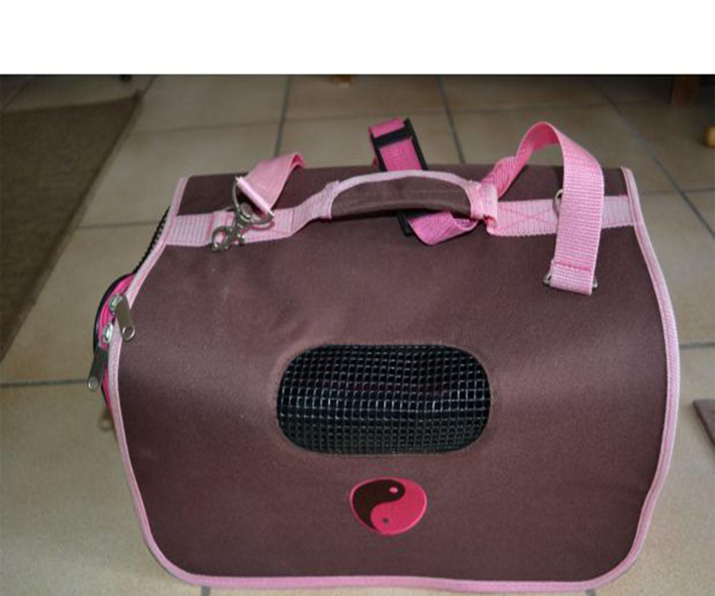 Un sac de transport pour animaux à quatre pattes