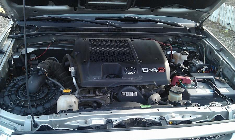Toyota HiLux 3.0 D-4D pick up 4 portes 5 places