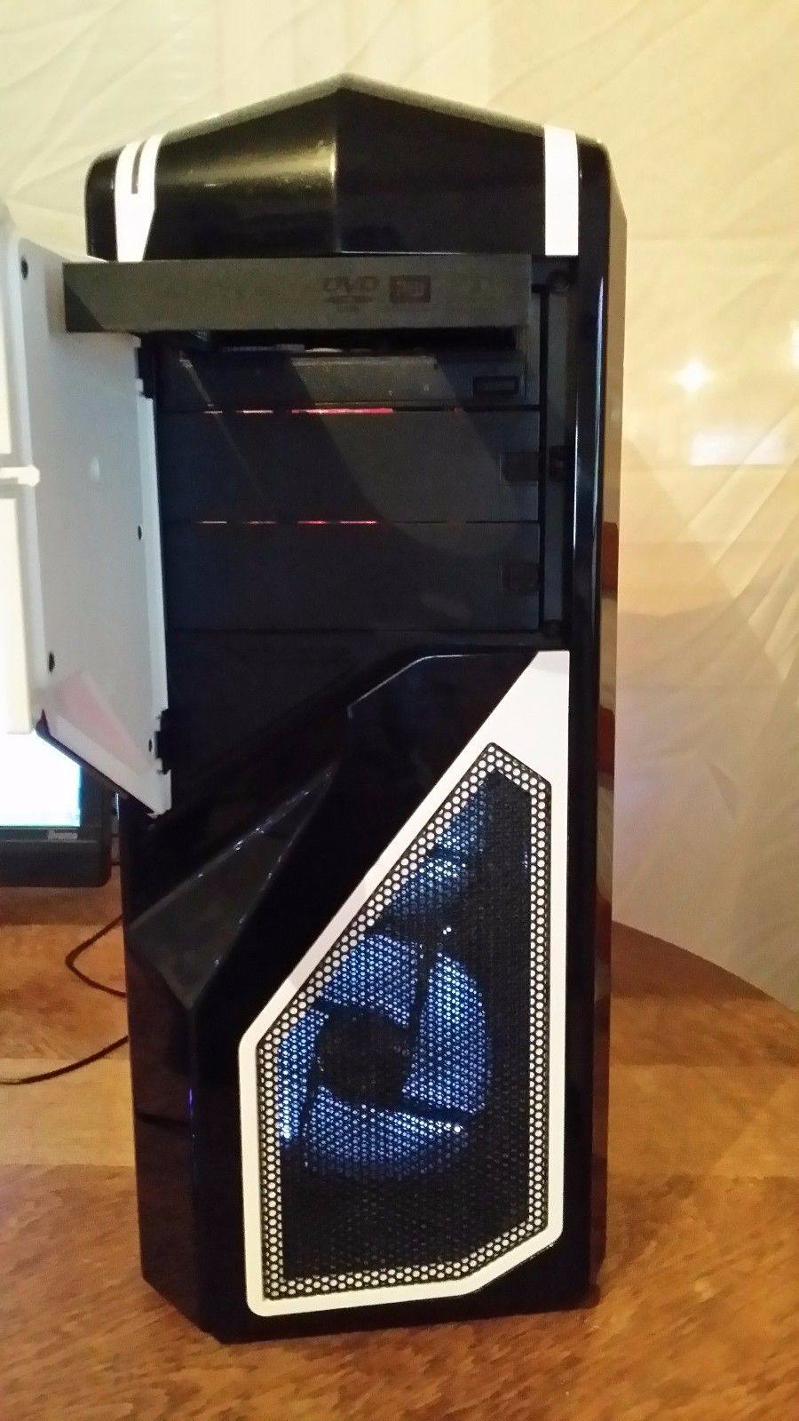 pc tour NZXT PHANTOM 410
